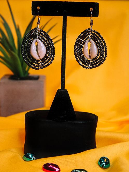 Swart Cowry Earring