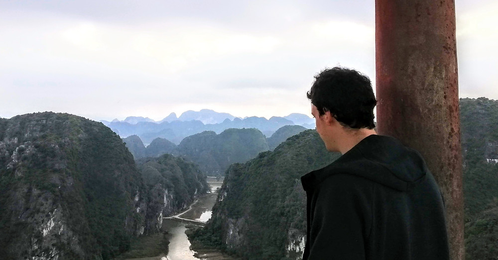 Lasco looking over Tam Coc's view