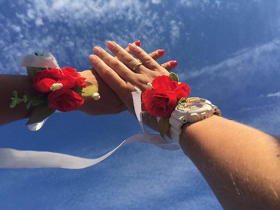 Браслеты и бутоньерки из цветов на свадьбу