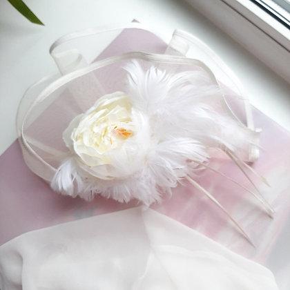 """Вуалетка белая с перьями """"Свадебный пион"""""""