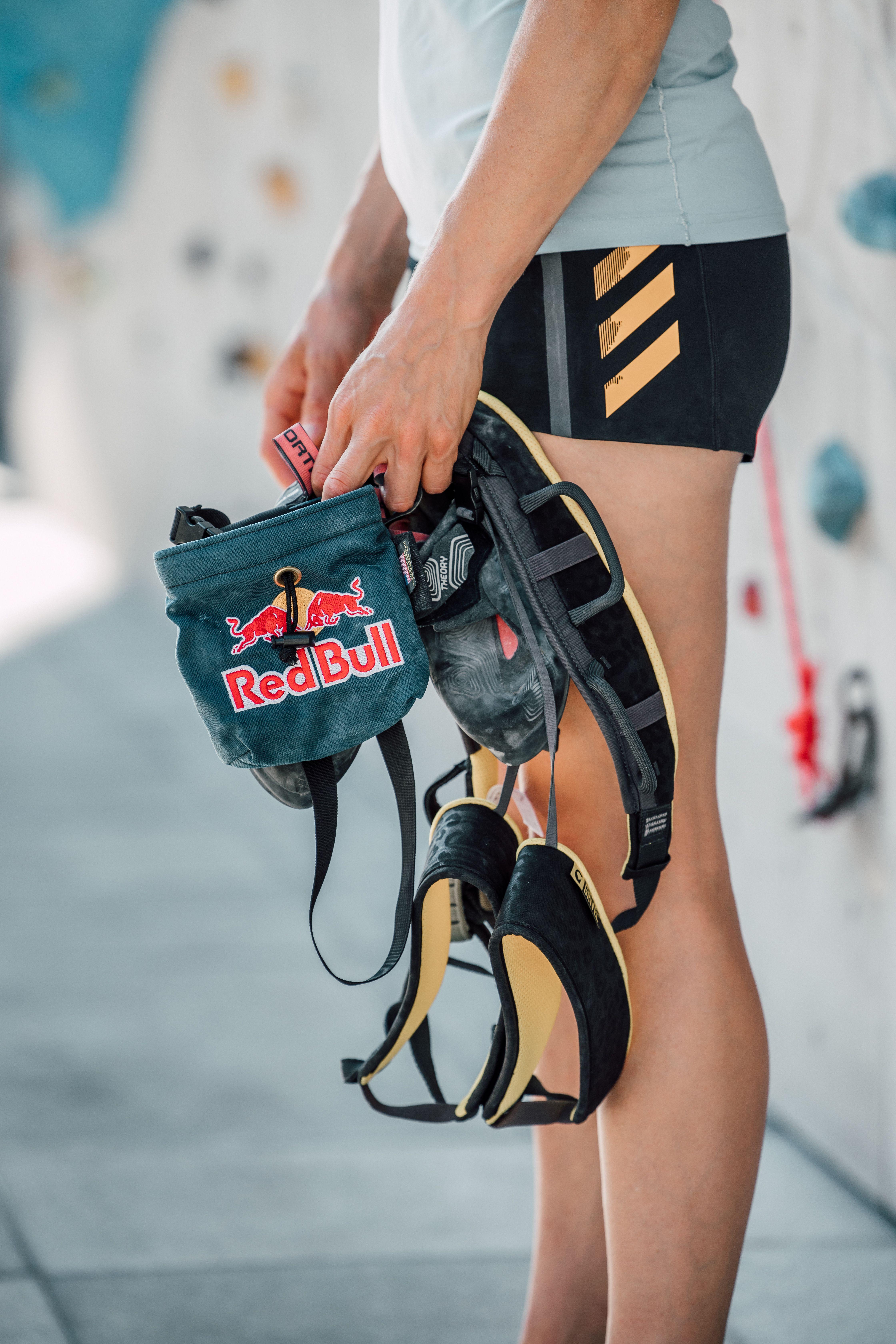 Kletterausrüstung Gurt und Magnesiumsack, Red Bull