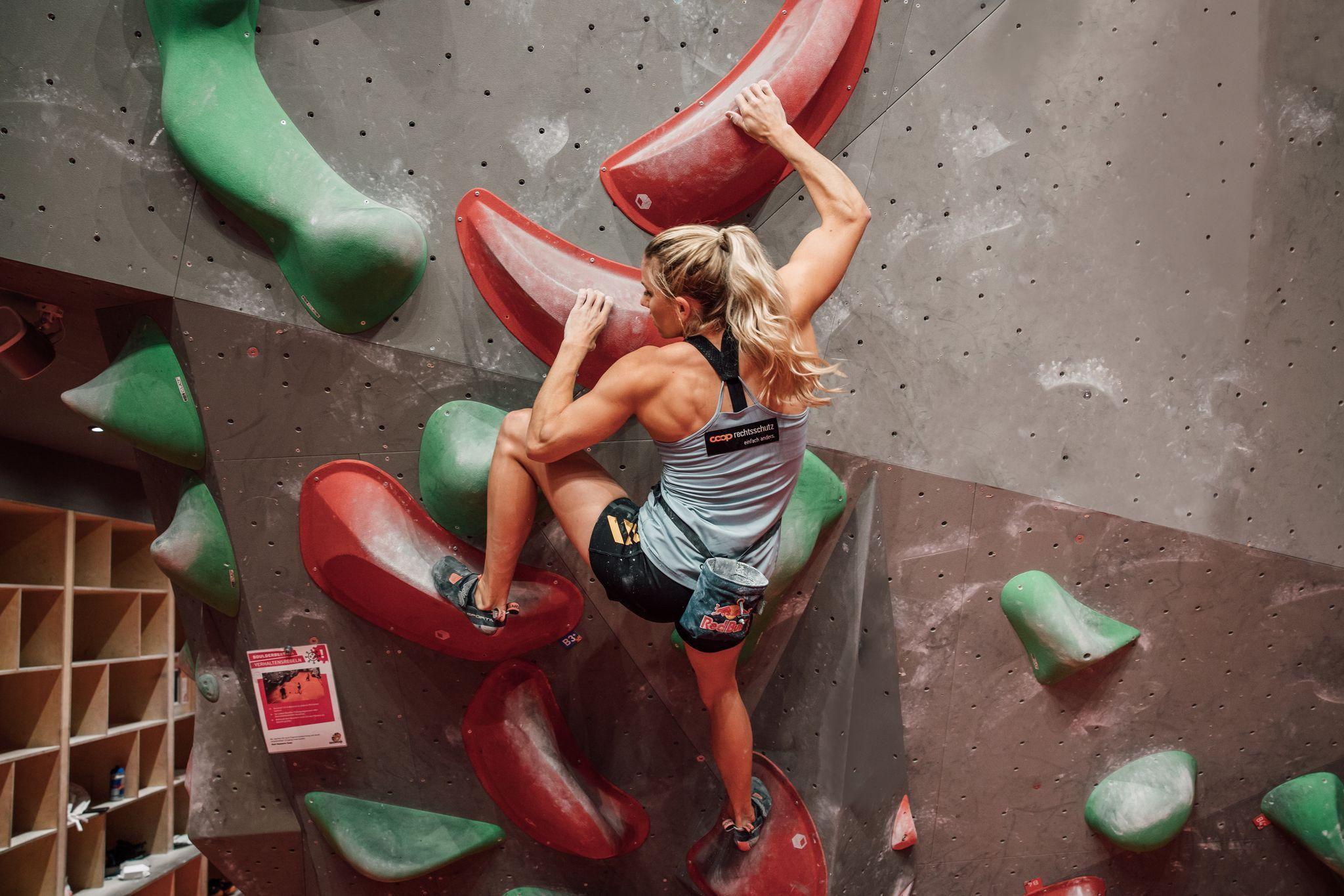 Petra Klingler Bouldern in der Halle