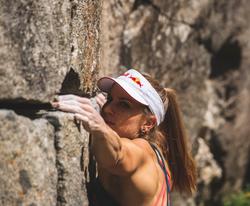 Petra Klingler Bouldern am Fels