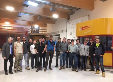 Zimmereitechnikklasse der Landesberufsschule Wals/Sbg. besucht  TFBS Holztechnik Absam