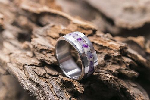 Авторское кольцо из титана с инкрустацией аметистом