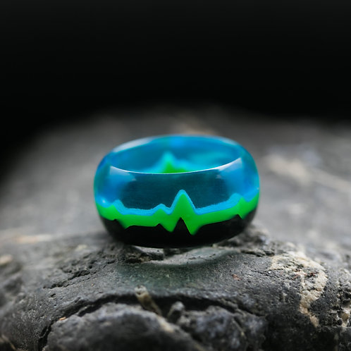 Wood resin ring Heart Beat green
