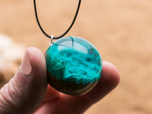Pendant Seabed wood resin necklace