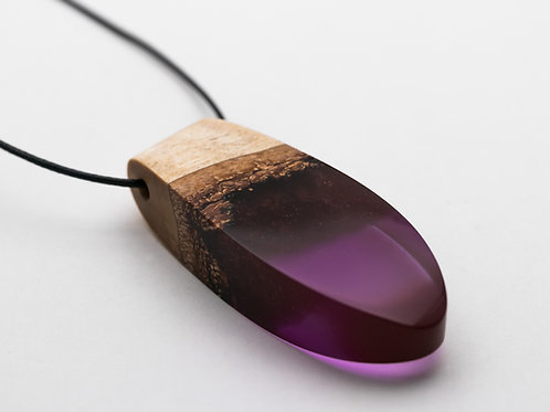 Pendant wood resin necklace