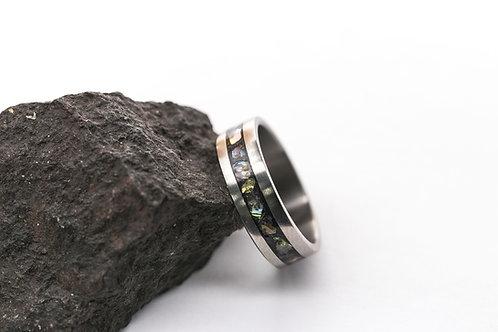 Авторское кольцо из титана с инкрустацией перламутром