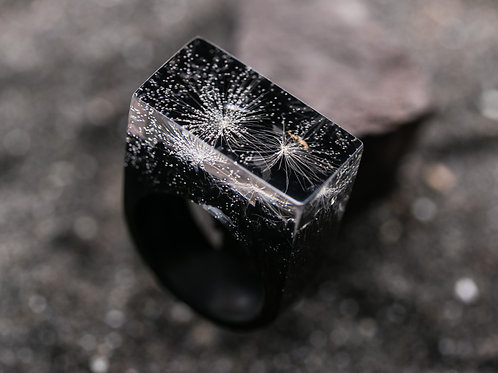 Wood Resin Ring Dandelion