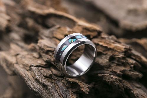 Авторское кольцо из титана с инкрустацией варисцитом