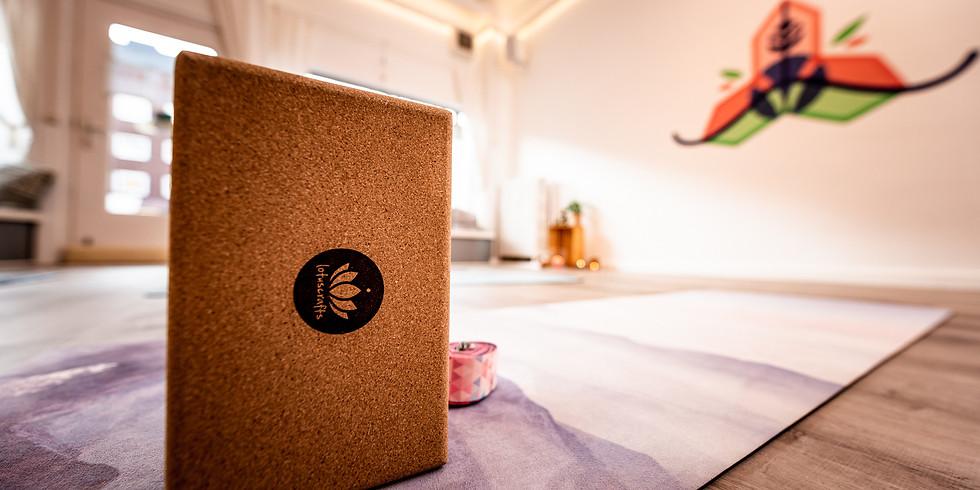 Prop Up! Blöcke, Gurte & Co im Yoga
