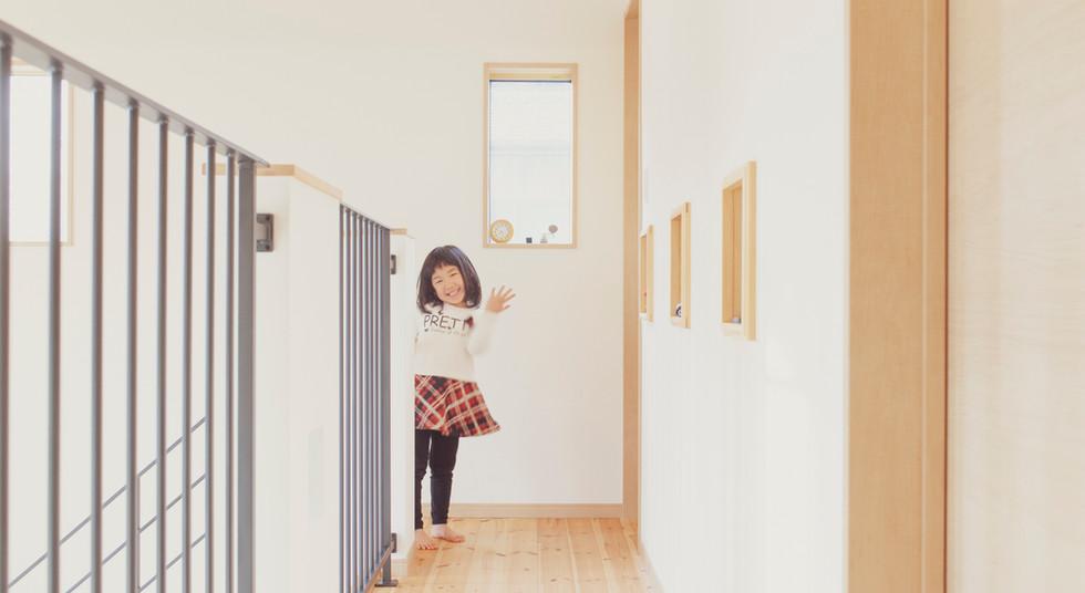 諫早市の工務店スマイフルホームで新築した長崎の可愛い注文住宅の踊り場