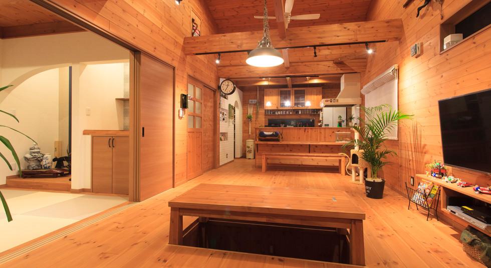 諫早市の工務店スマイフルホームで新築した長崎の注文住宅の夜リビング