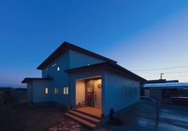 諫早市の工務店スマイフルホームで新築した長崎のクールな注文住宅の夜外観