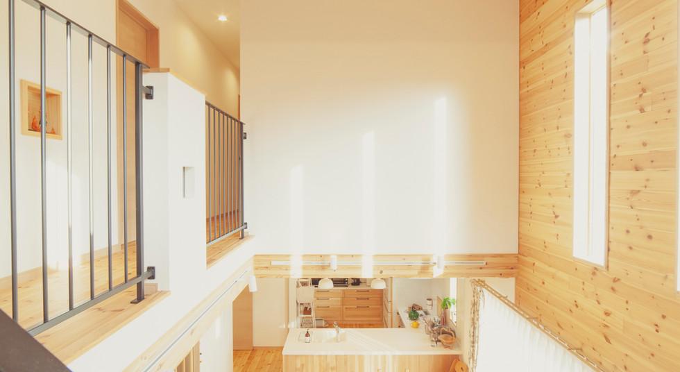 諫早市の工務店スマイフルホームで新築した長崎の可愛い注文住宅の吹き抜け