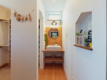 諫早市の工務店スマイフルホームで新築した長崎の格好いい注文住宅のエントランス