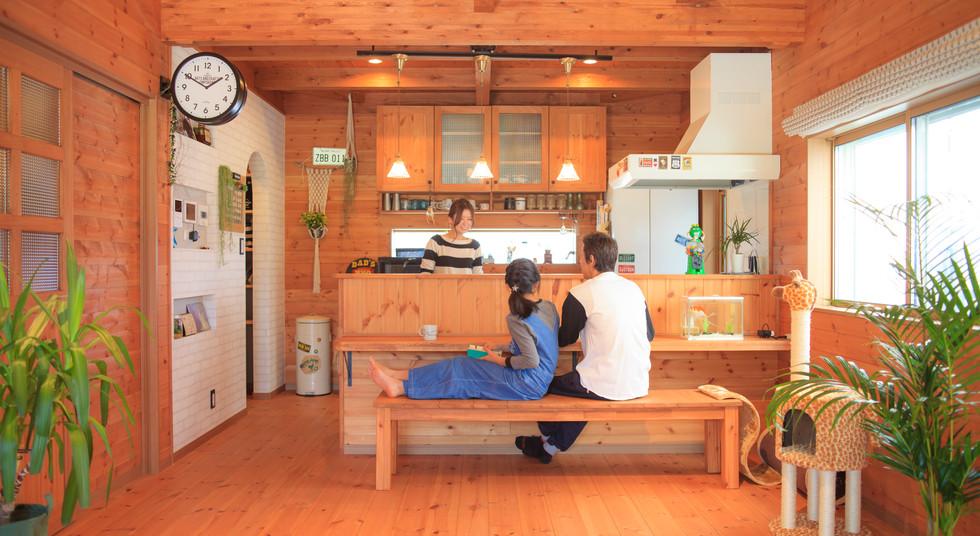 諫早市の工務店スマイフルホームで新築した長崎の注文住宅の家族写真