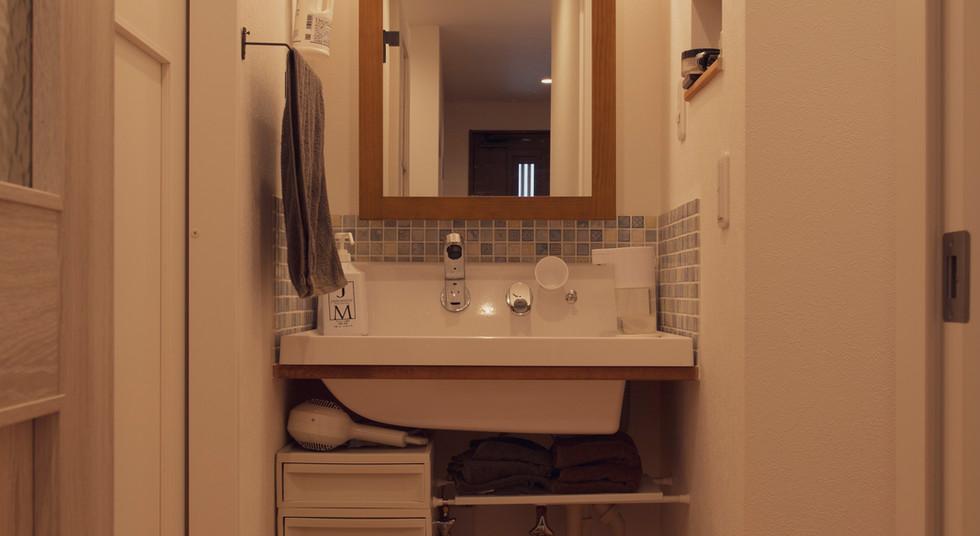 諫早市の工務店スマイフルホームで新築した長崎の注文住宅の造作洗面台
