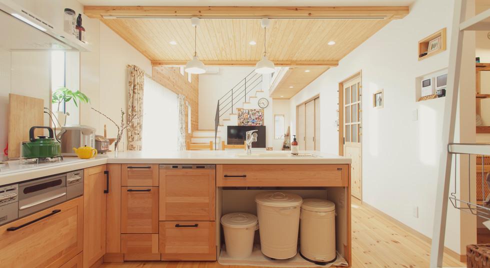 諫早市の工務店スマイフルホームで新築した長崎の可愛い注文住宅のキッチンスペース