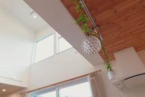 諫早市の工務店スマイフルホームで新築した長崎のクールな注文住宅の吹き抜け