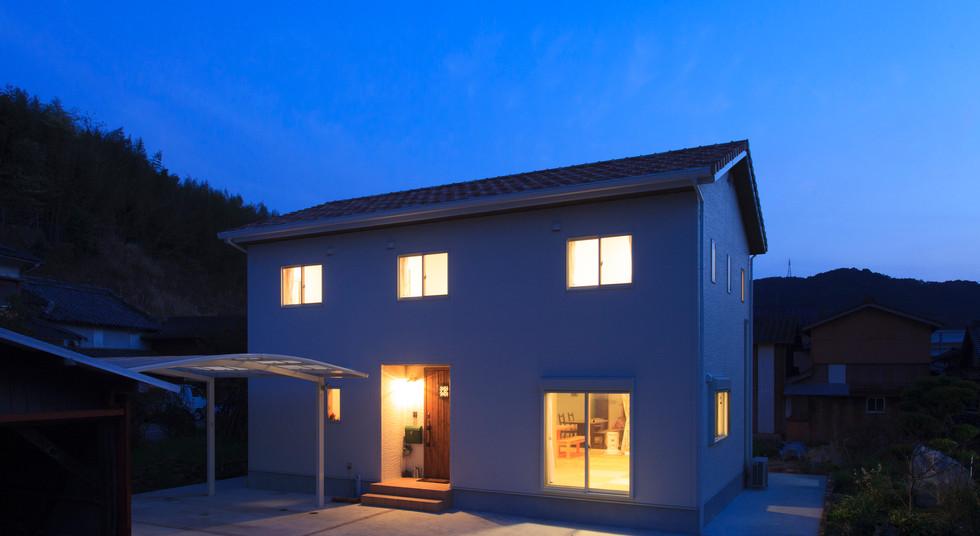 諫早市の工務店スマイフルホームで新築した長崎の可愛い注文住宅の夜外観