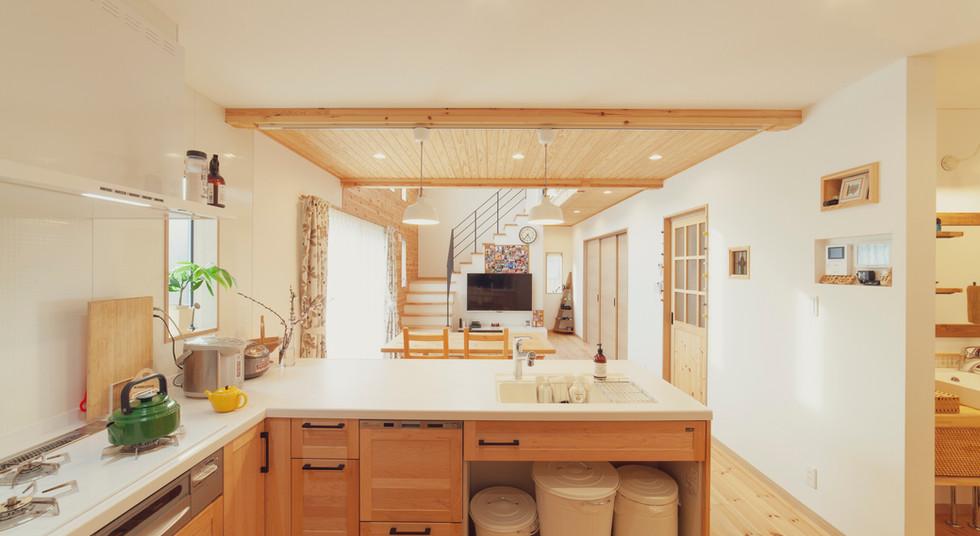諫早市の工務店スマイフルホームで新築した長崎の可愛い注文住宅の無垢キッチン