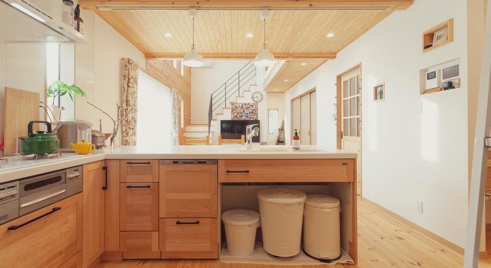 諫早市の工務店スマイフルホームで新築した長崎の可愛い注文住宅の無垢材キッチン