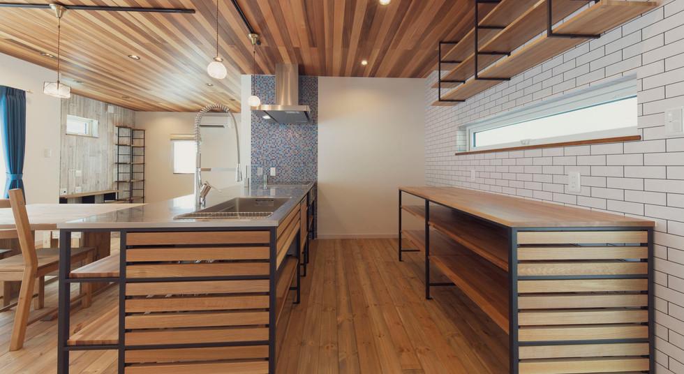 諫早市の工務店スマイフルホームで新築した長崎の注文住宅のウッドワンキッチン