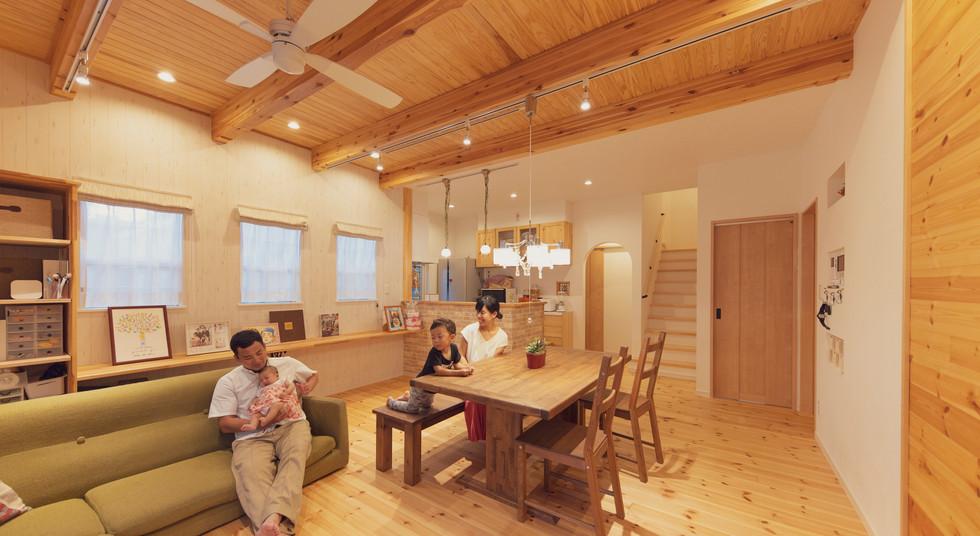諫早市の工務店スマイフルホームで新築した長崎の注文住宅のファミリー