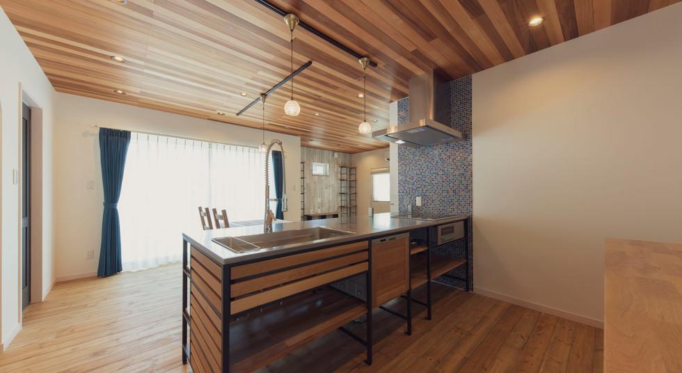 諫早市の工務店スマイフルホームで新築した長崎の注文住宅のフレームキッチン