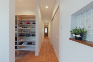 諫早市の工務店スマイフルホームで新築した長崎のクールな注文住宅のシューズクローク