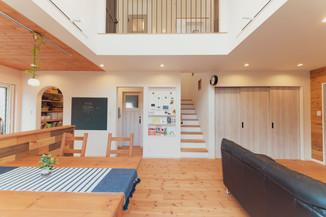 諫早市の工務店スマイフルホームで新築した長崎のクールな注文住宅のLDK