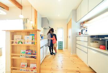 諫早市の工務店スマイフルホームで新築した長崎のクールな注文住宅のキッチン