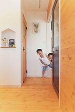 諫早市の工務店スマイフルホームで新築した長崎の可愛い注文住宅に住む家族