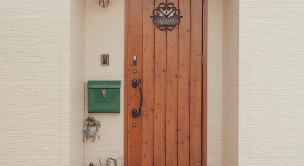 諫早市の工務店スマイフルホームで新築した長崎の可愛い注文住宅の玄関ドア