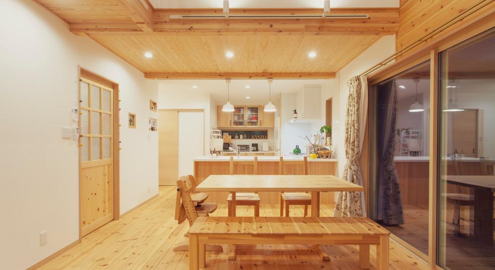 諫早市の工務店スマイフルホームで新築した長崎の可愛い注文住宅の夜LDK