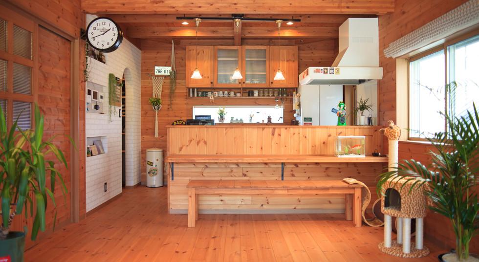 諫早市の工務店スマイフルホームで新築した長崎の注文住宅の無垢カウンター