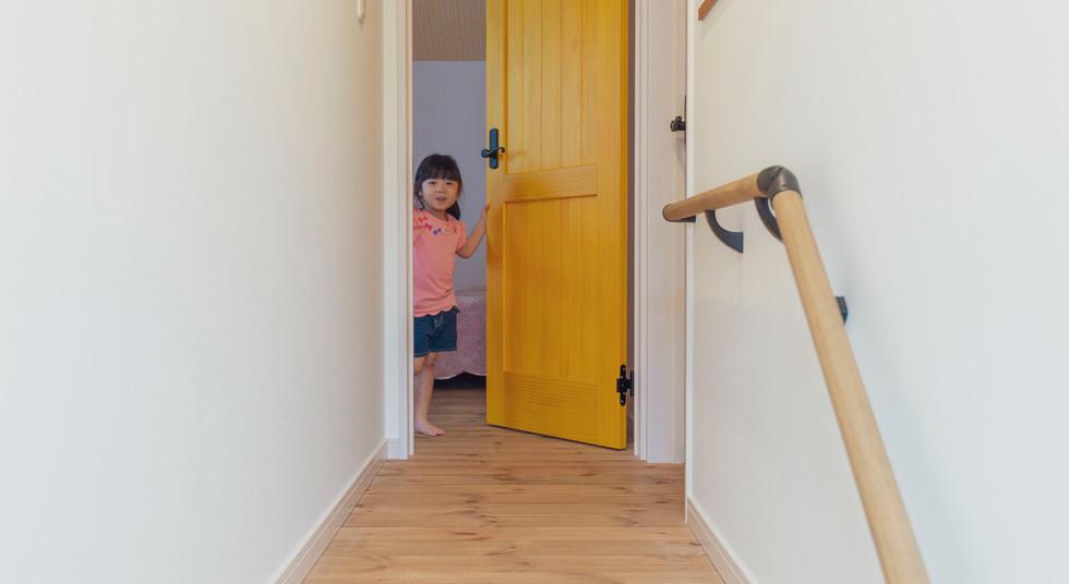 諫早市の工務店スマイフルホームで新築した長崎の注文住宅の無垢ドア