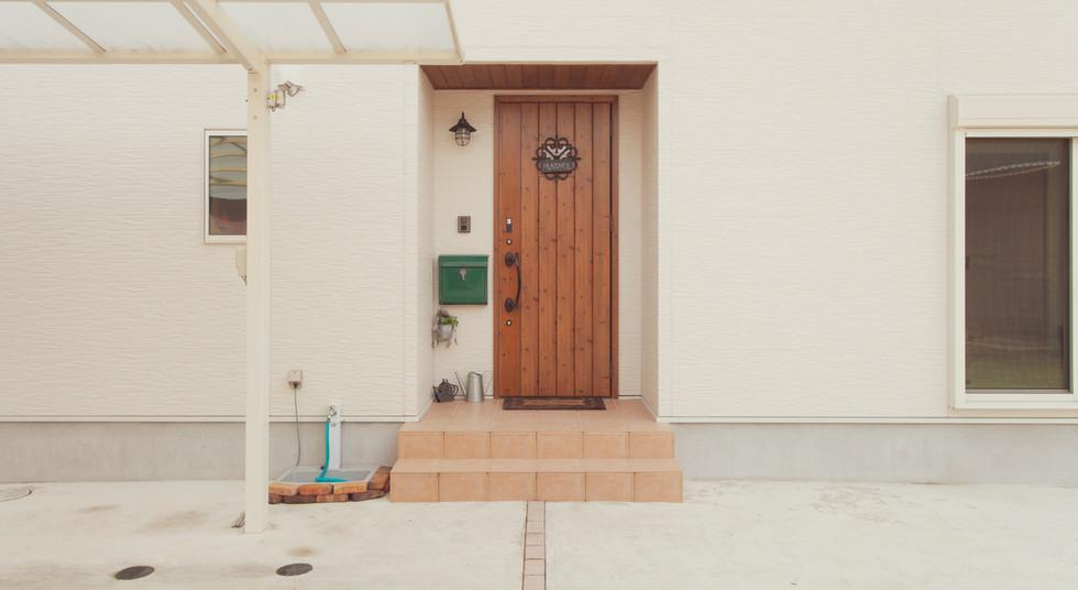諫早市の工務店スマイフルホームで新築した長崎の可愛い注文住宅の玄関