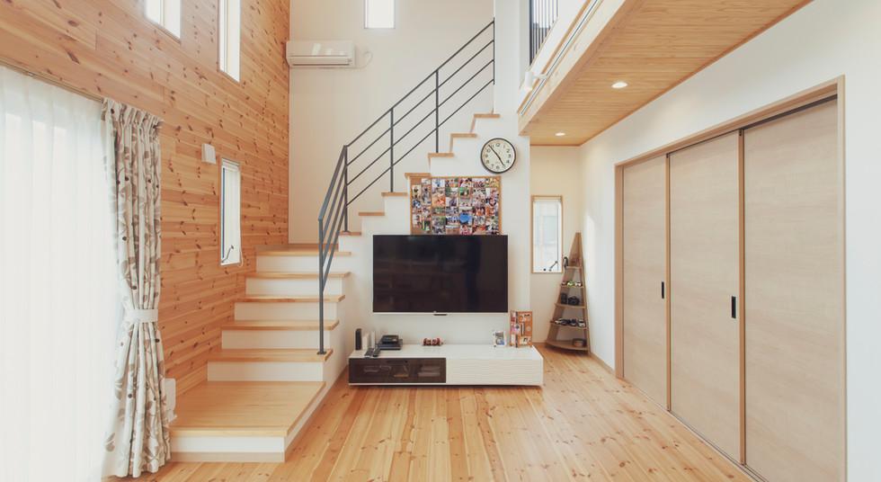 諫早市の工務店スマイフルホームで新築した長崎の可愛い注文住宅のオープン階段