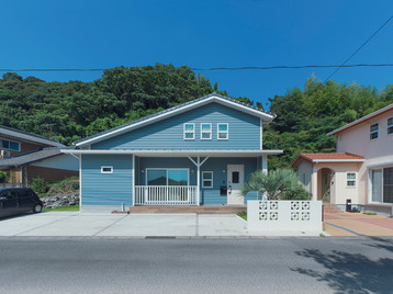 諫早市の工務店スマイフルホームで新築した長崎の格好いい注文住宅の青い外観