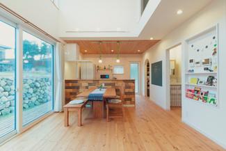 諫早市の工務店スマイフルホームで新築した長崎のクールな注文住宅のリビング
