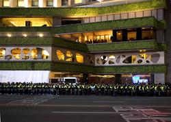 시위를 막는 경찰