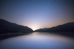 호수에 빛나는 별