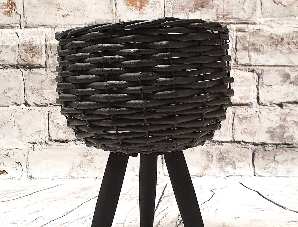 Black basket with legs 16cm