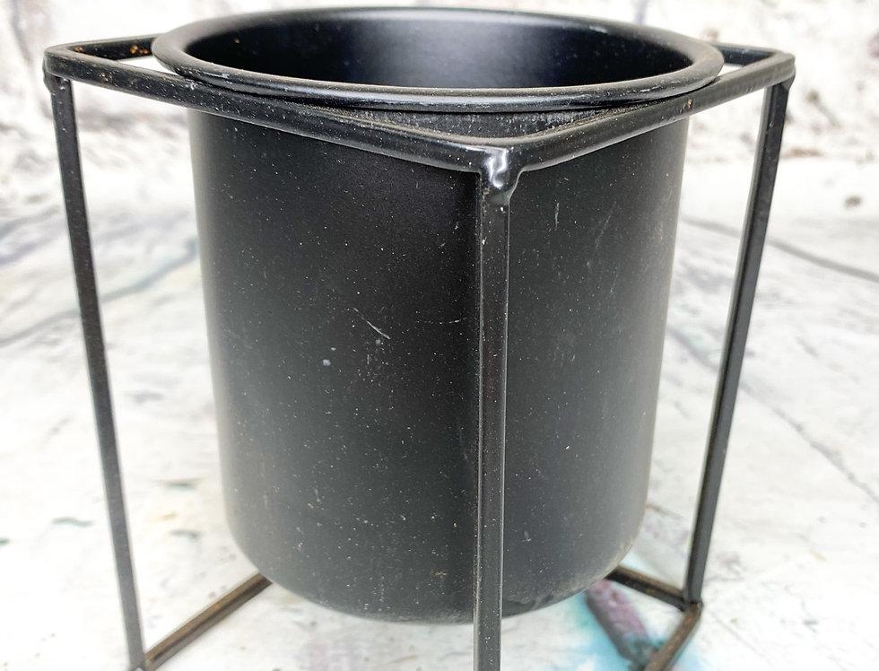 Metal plant pot d9cm