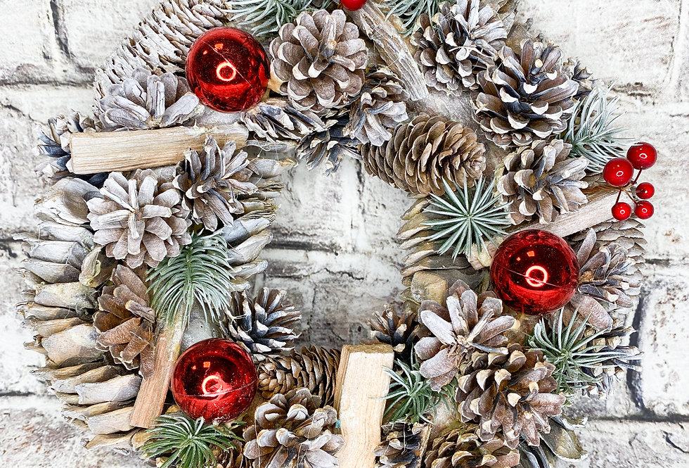 Christmas White/Red wreath