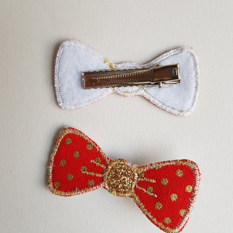 Barrette rouge et or