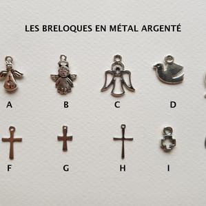 Les breloques en métal argenté
